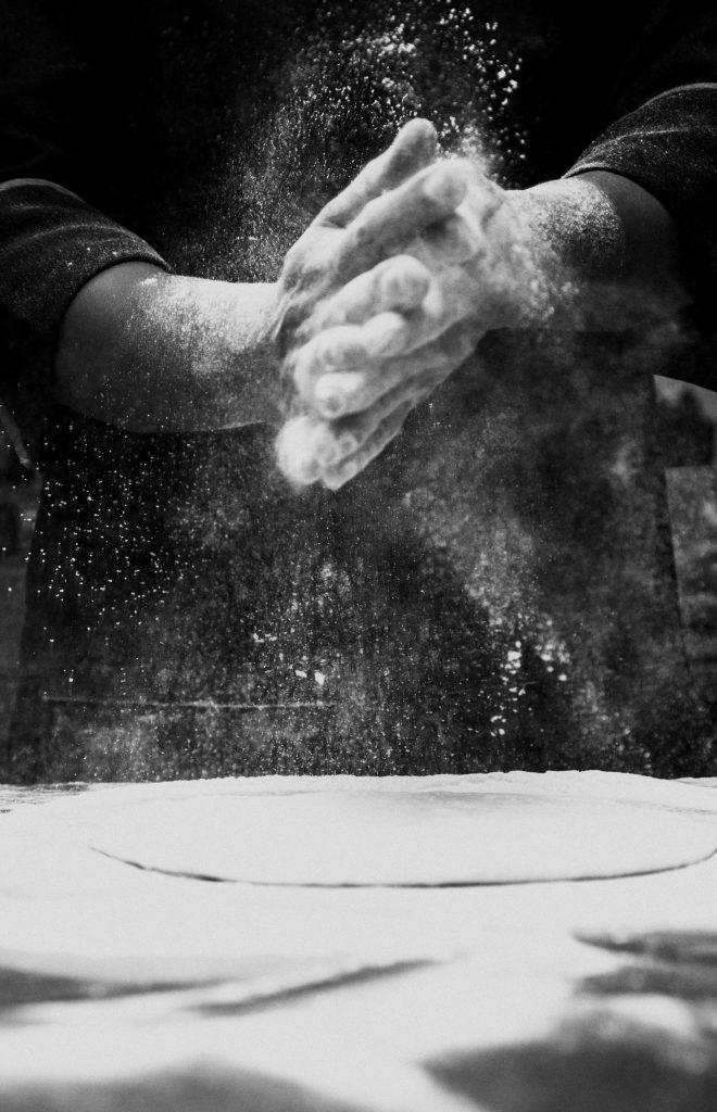 Deze afbeelding heeft een leeg alt-attribuut; de bestandsnaam is baked-chef-cook-784632-660x1024.jpg